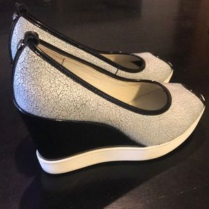 Could Be New 7.5 Black/ White Crackle Wedge Shoe